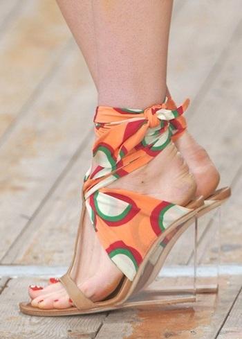 """Những kiểu giày dép """"hot"""" nhất tuần lễ thời trang Milan - 20"""