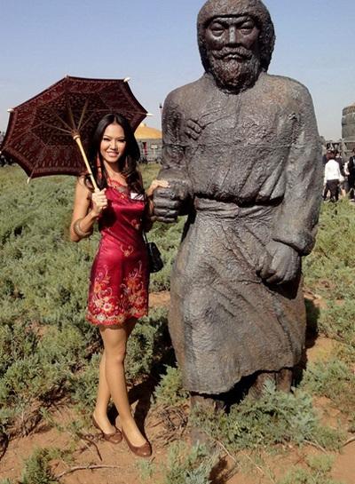Người đẹp Hoa hậu Thế giới tham quan bảo tàng Thành Cát Tư Hãn - 18