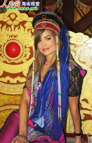 Người đẹp Hoa hậu Thế giới tham quan bảo tàng Thành Cát Tư Hãn - 3