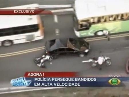 Chạy cảnh sát, ô tô gây tai nạn liên hoàn - 1