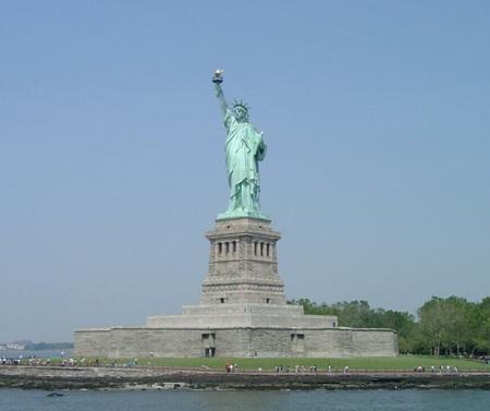 Sét lớn hiếm gặp tấn công tượng Nữ thần Tự do - 2