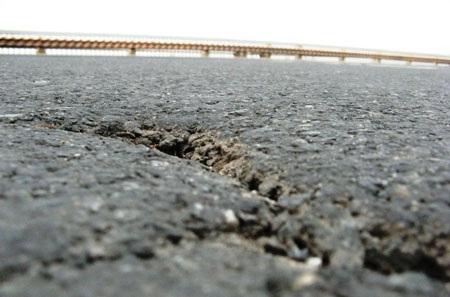 Vừa sửa xong, mặt cầu Thăng Long lại nứt - 1