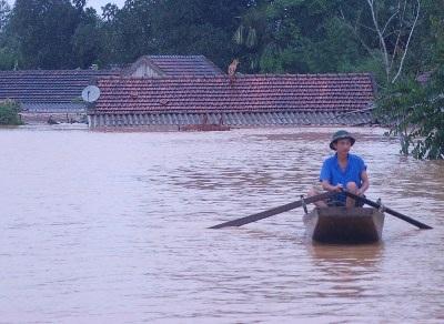 Cận cảnh khó khăn chồng chất, lũ nối lũ ở Hương Khê (kèm video) - 13