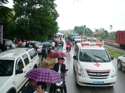 Cận cảnh khó khăn chồng chất, lũ nối lũ ở Hương Khê (kèm video) - 16