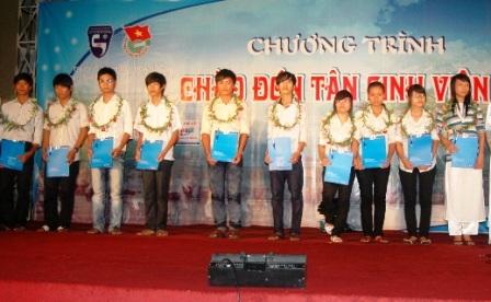 ĐHKH Huế: Trao học bổng cho 13 thủ khoa - 1
