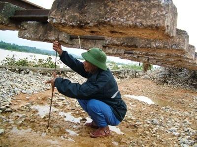 Hà Tĩnh: Đường sắt tan tành sau lũ - 7