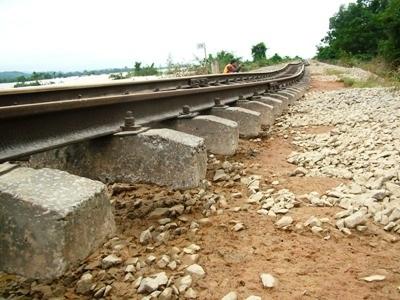 Hà Tĩnh: Đường sắt tan tành sau lũ - 5