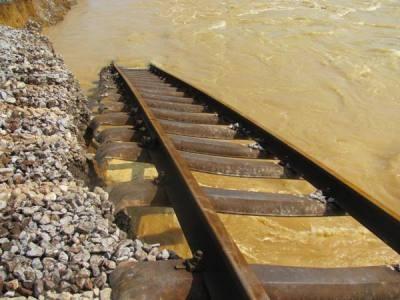 Hà Tĩnh: Đường sắt tan tành sau lũ - 12