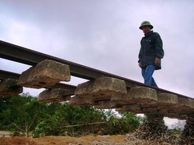 Hà Tĩnh: Đường sắt tan tành sau lũ - 8