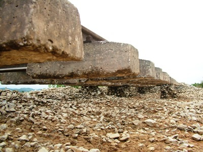 Hà Tĩnh: Đường sắt tan tành sau lũ - 4