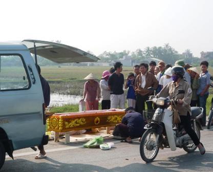 Vụ xác chết nghi vấn ở Thanh Hóa: Lái xe đẩy nạn nhân xuống đường - 1