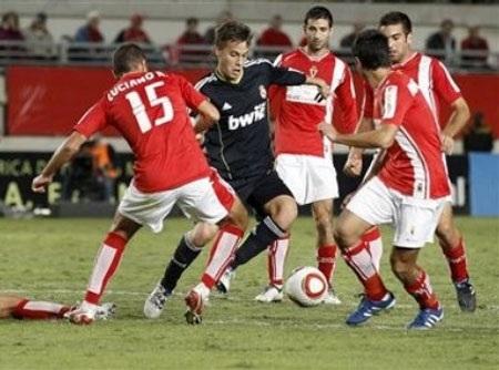 Real Madrid hòa bất lực trước Murcia - 1