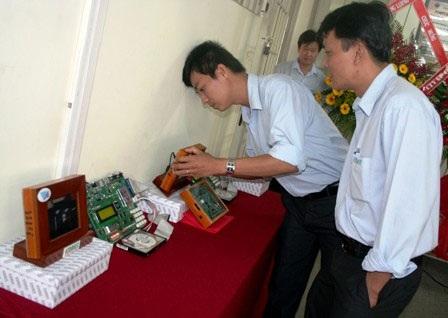 Việt Nam lần đầu tiên chế tạo thành công chip 32bit - 1