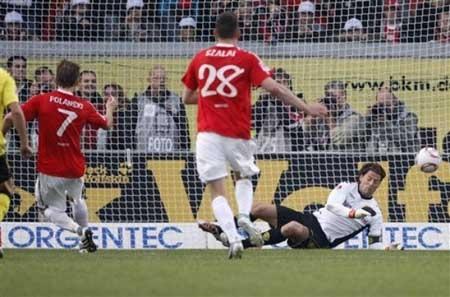 Dortmund đòi lại ngôi đầu bảng, Schalke lại thua đau - 2