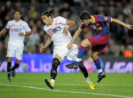 """Messi lại lập cú đúp, Barca """"tàn sát"""" Sevilla - 3"""