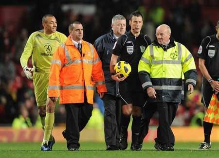 MU thắng trận Ferguson vẫn chỉ trích trọng tài - 1