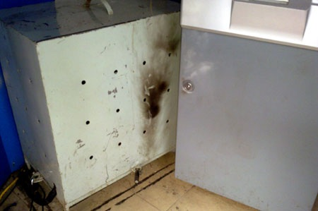 Liều lĩnh trộm tiền tại cây ATM giữa Hà Nội - 3