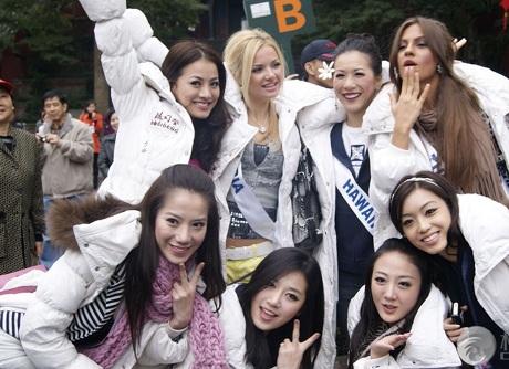 Người đẹp Hoa hậu Quốc tế được tặng búp bê - 18