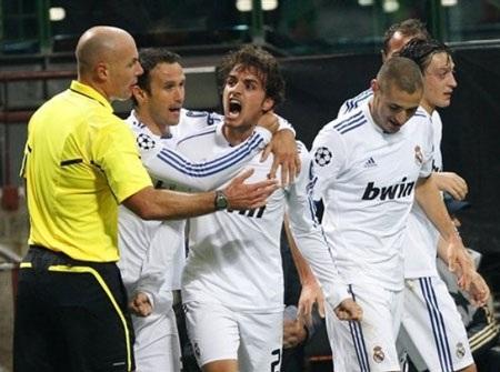 Hòa hú vía Milan, Real Madrid lọt vào vòng knock-out - 3