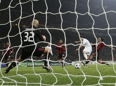 Hòa hú vía Milan, Real Madrid lọt vào vòng knock-out - 1