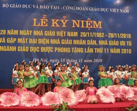 Gặp mặt 250 Nhà giáo Nhân dân, Nhà giáo Ưu tú tại Hà Nội - 1