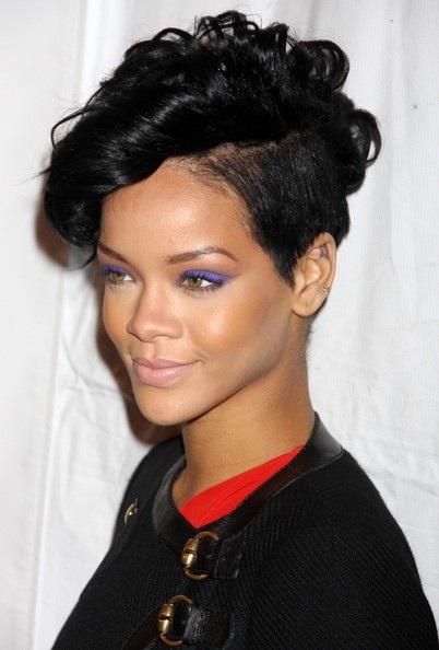 Choáng với những kiểu tóc liên tục thay đổi của Rihanna - 12