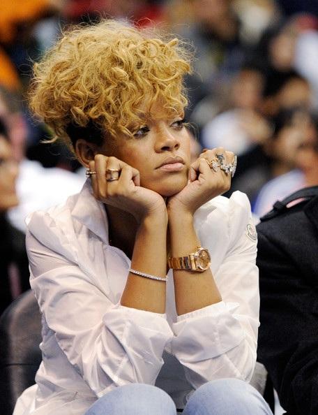 Choáng với những kiểu tóc liên tục thay đổi của Rihanna - 15