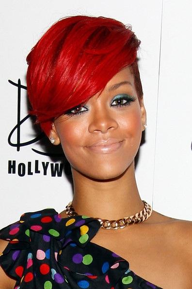Choáng với những kiểu tóc liên tục thay đổi của Rihanna - 18