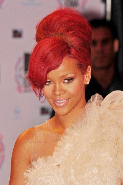 Choáng với những kiểu tóc liên tục thay đổi của Rihanna - 21