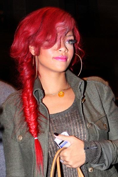 Choáng với những kiểu tóc liên tục thay đổi của Rihanna - 22