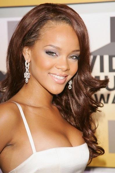 Choáng với những kiểu tóc liên tục thay đổi của Rihanna - 2