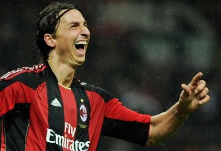 Ibra sắm vai người hùng, Milan giữ vững ngôi đầu - 1