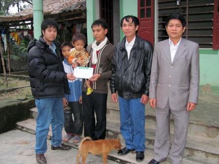 Quà nhân ái tiếp tục đến với 3 anh em mồ côi Trần Công Vũ - 2