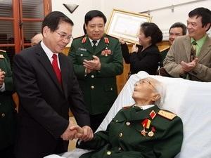 Chúc mừng Đại tướng Võ Nguyên Giáp nhân ngày thành lập Quân đội - 1