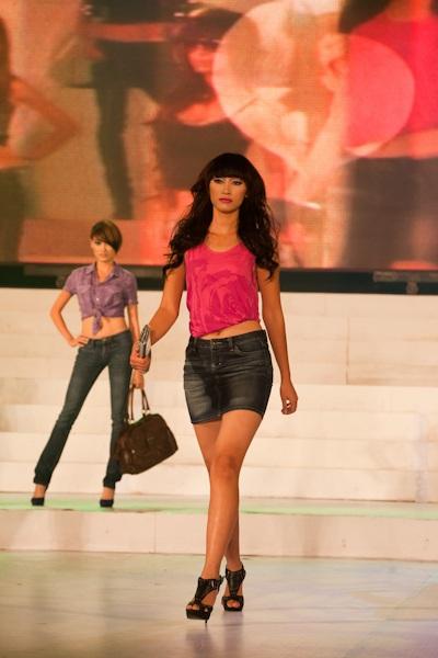 Vietnam's Next Top Model: Tỏa sáng trên sàn catwalk - 2