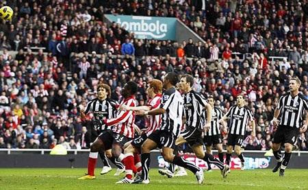 Những khoảnh khắc ấn tượng vòng 23 Premier League - 2