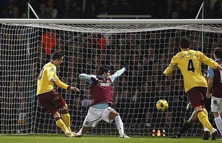 Những khoảnh khắc ấn tượng vòng 23 Premier League - 9