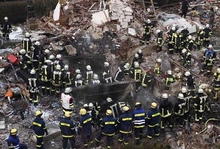 Đức: Nổ phá rụi nhà dân trong đêm, 1 người chết - 1