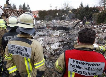 Đức: Nổ phá rụi nhà dân trong đêm, 1 người chết - 2