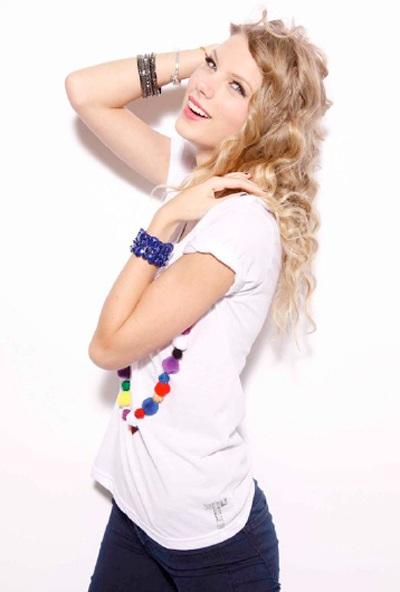 Taylor Swift khoe vẻ trẻ trung, nhí nhảnh - 12