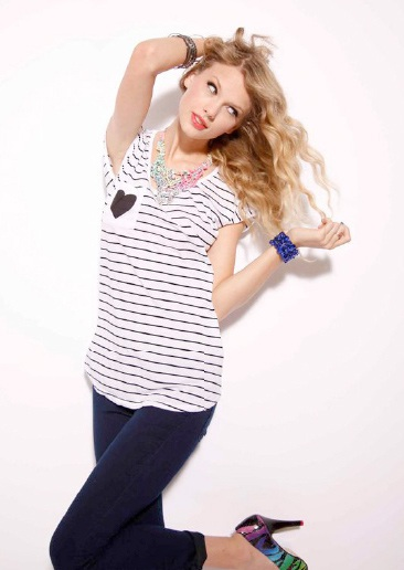 Taylor Swift khoe vẻ trẻ trung, nhí nhảnh - 2