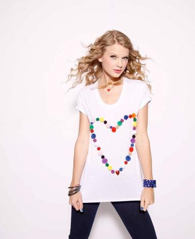 Taylor Swift khoe vẻ trẻ trung, nhí nhảnh - 1