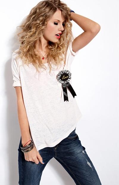 Taylor Swift khoe vẻ trẻ trung, nhí nhảnh - 3
