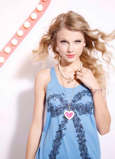 Taylor Swift khoe vẻ trẻ trung, nhí nhảnh - 8
