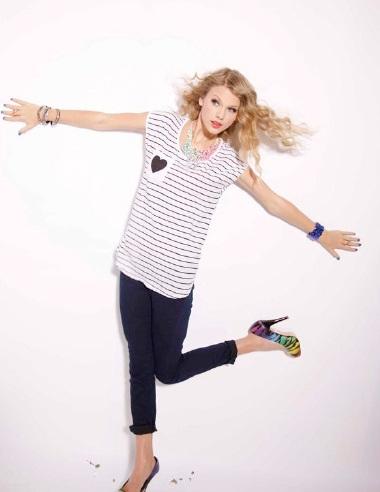 Taylor Swift khoe vẻ trẻ trung, nhí nhảnh - 9