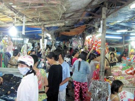 Chen chân đi chợ Tết ngoại thành - 2