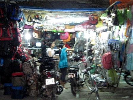 Chen chân đi chợ Tết ngoại thành - 3