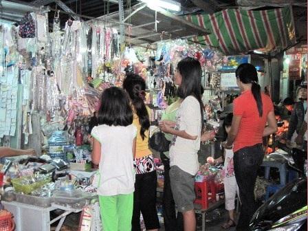Chen chân đi chợ Tết ngoại thành - 4