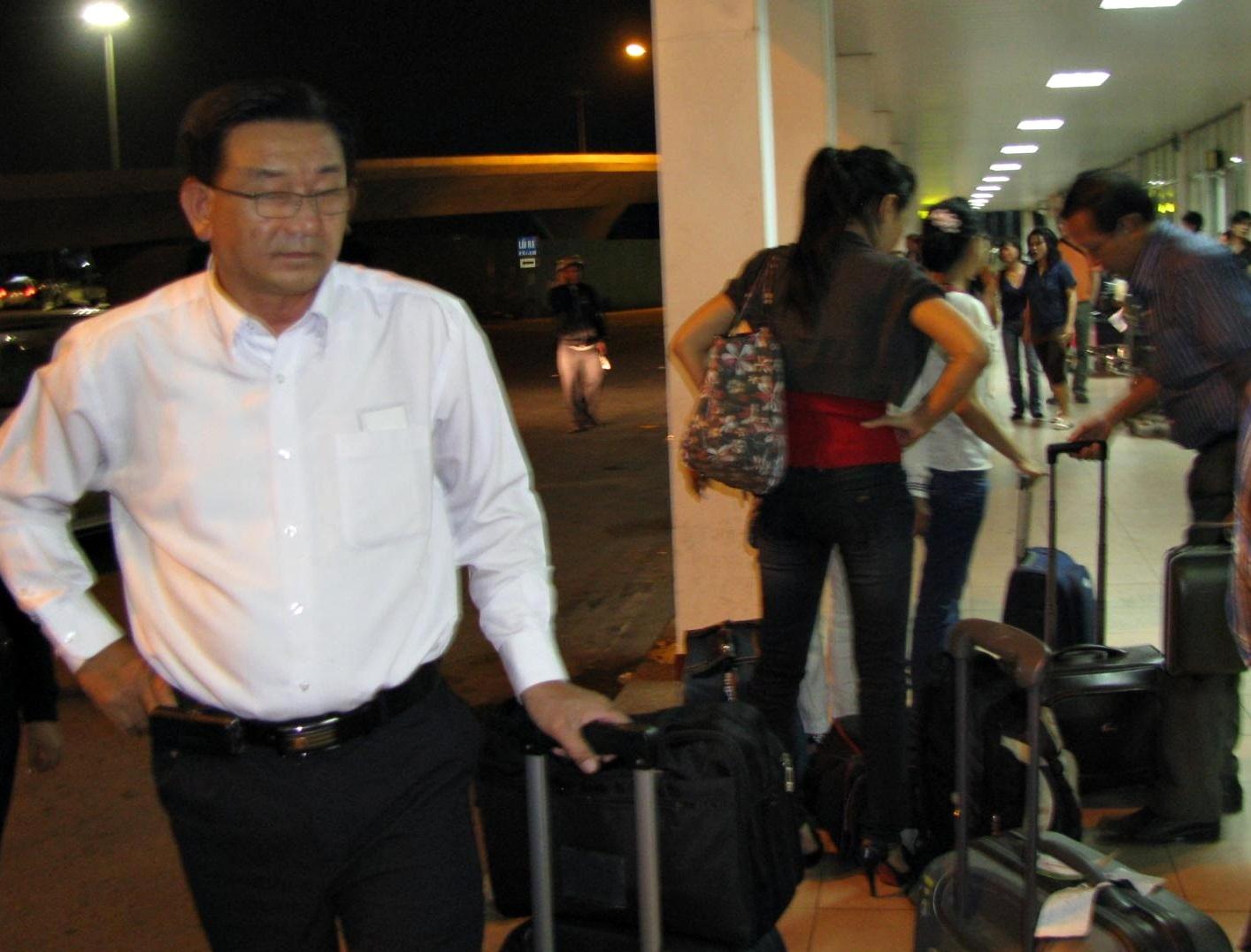 """Hành khách bức xúc vì Vietnam Airlines """"đem con bỏ chợ"""" - 2"""