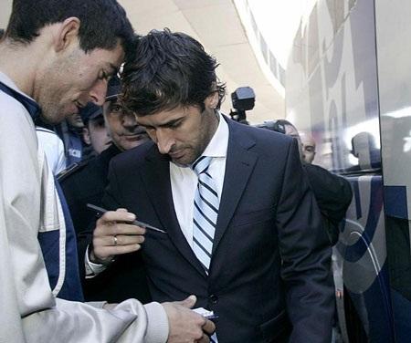 Raul được chào đón trong ngày trở lại Tây Ban Nha - 1